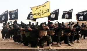 Miliziani dello Stato Islamico con la bandiera del campo di addestramento Sheikh Abu Ibrahim (Twitter)