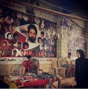 Le foto degli shuhada', i martiri di Sabra e Shatila vicino a una moschea del campo profughi (foto Elia Milani)