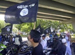 Il corte pro-Isis per le strade di Makassar, Indonesia (Twitter)