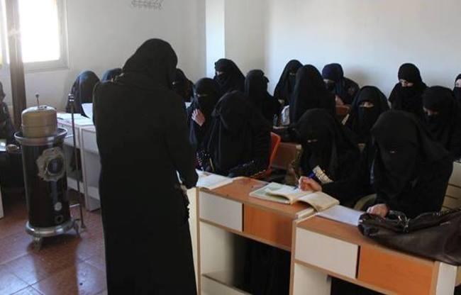Una sezione femminile di una scuola a Raqqa (Al Shurfa)