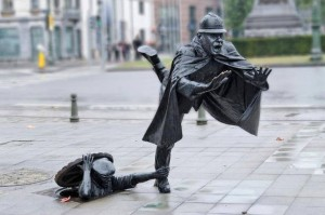 """""""De Vaartkapoen"""", la scultura di Tom Frantzen a Molenbeek (Pinterest)"""