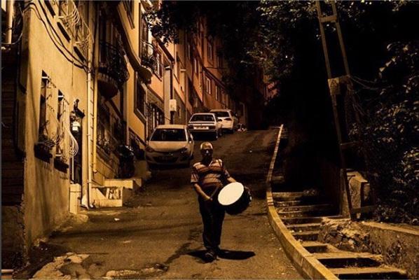 Yağup Kapcak, musaharati turco per le strade di Istanbul, Turchia (Oscar Durand, Istagram)